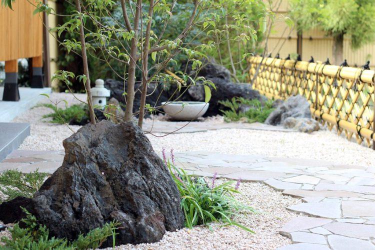 石庭とミニ灯篭