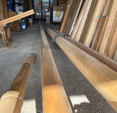 丸桁と床柱。